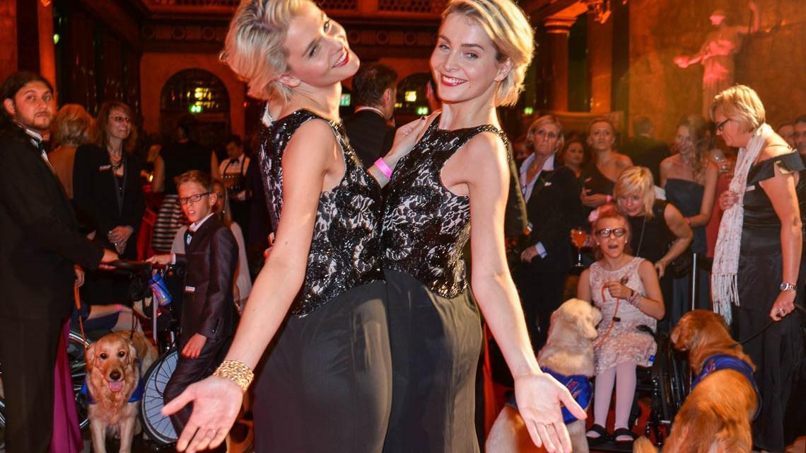 Die Meise Zwillinge bei der 5. VITA Charity Gala zugunsten der Assistenzhunde (VITA) im Kurhaus. Bild: Volker Watschounek