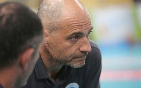 Wiesbadens Trainer Dirk Groß blickt nach vorne. Bild: Detlef Gottwald
