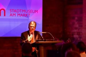Dr. Bernd Blich eröffnet sein wohl letzte Ausstellung. Zum Ende des Jahres verlässt er das Stadtmuseum. @2017 Volker Watschounek
