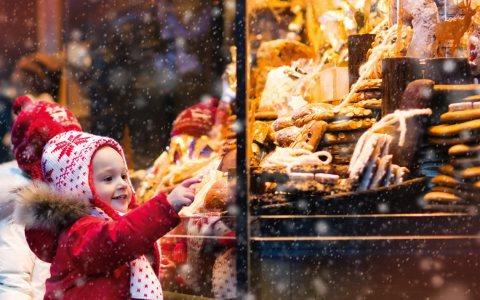 Kindern Glücksgefühle schenken, mit einem Naspa Weihnachsstern. ©2017 Nassauische Sparkasse