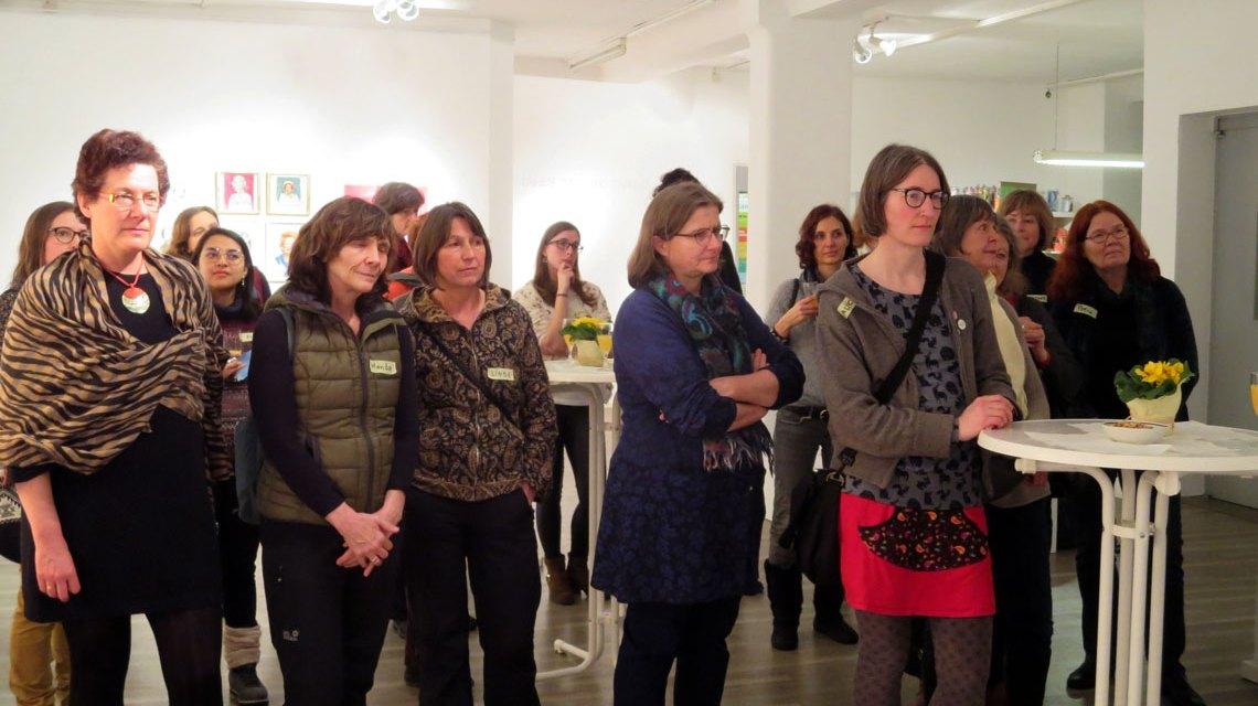Frauen: Interessierte Wiesbadenerinnen im Frauenmuseum. ©2018 Bündnis 90/Grüne