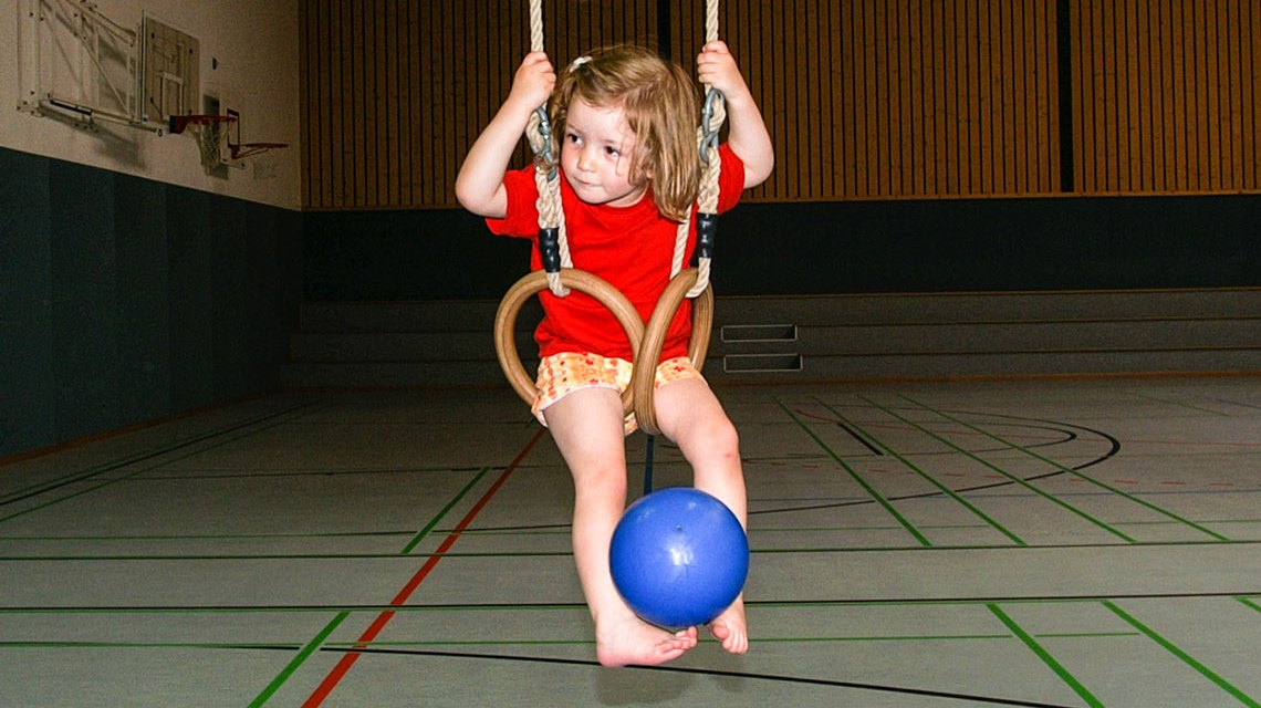 Spiel und Spaß stehen beim Kinderturnen im Mittelpunk. ©20198 Volker Watschounek