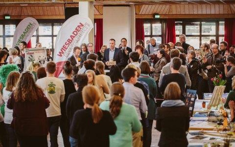 Interessante Einblicke gewinnen, nette Menschen kennenlernen, den Teamgeist fördern und dem Standort etwas zurückgeben: Das sind die Ziele von Wiesbaden Engaiert! ©2018 Wiesbaden