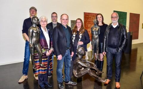Uwe Siemens, Barbara Grosse, Christian Gode, Engels & Kramer, Angela Schilling und Gisbert Danberg – kurz die Besucher im Kunsthaus Wiesbaden.