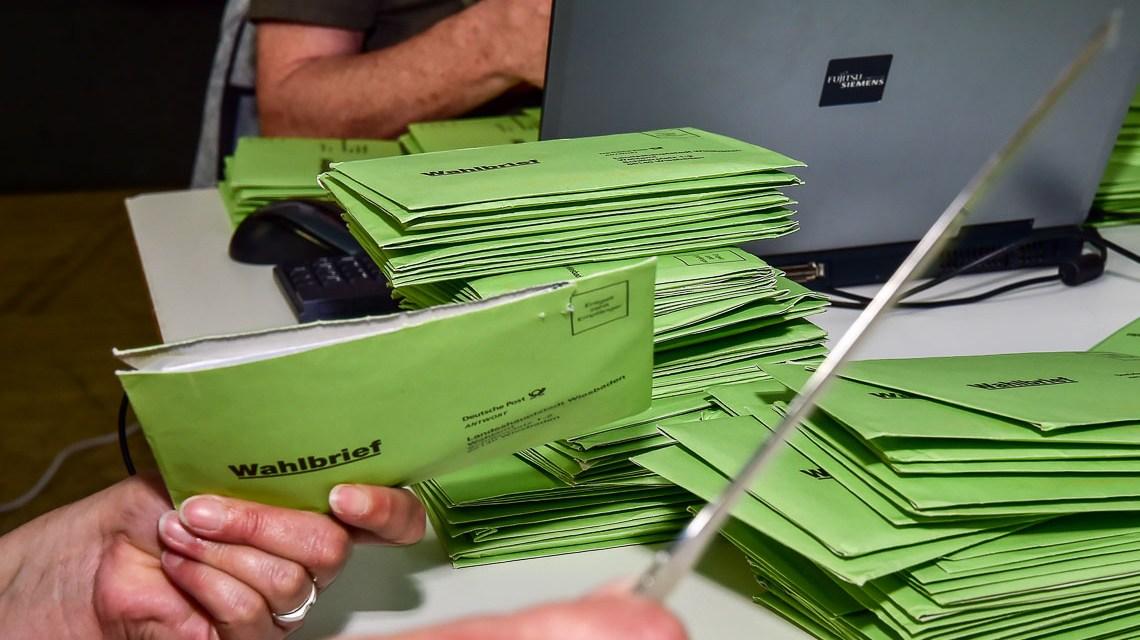 Kulturbeirat Wahl in Wiesbaden, Stimmauszählung. ©2018 Volker Watschounek