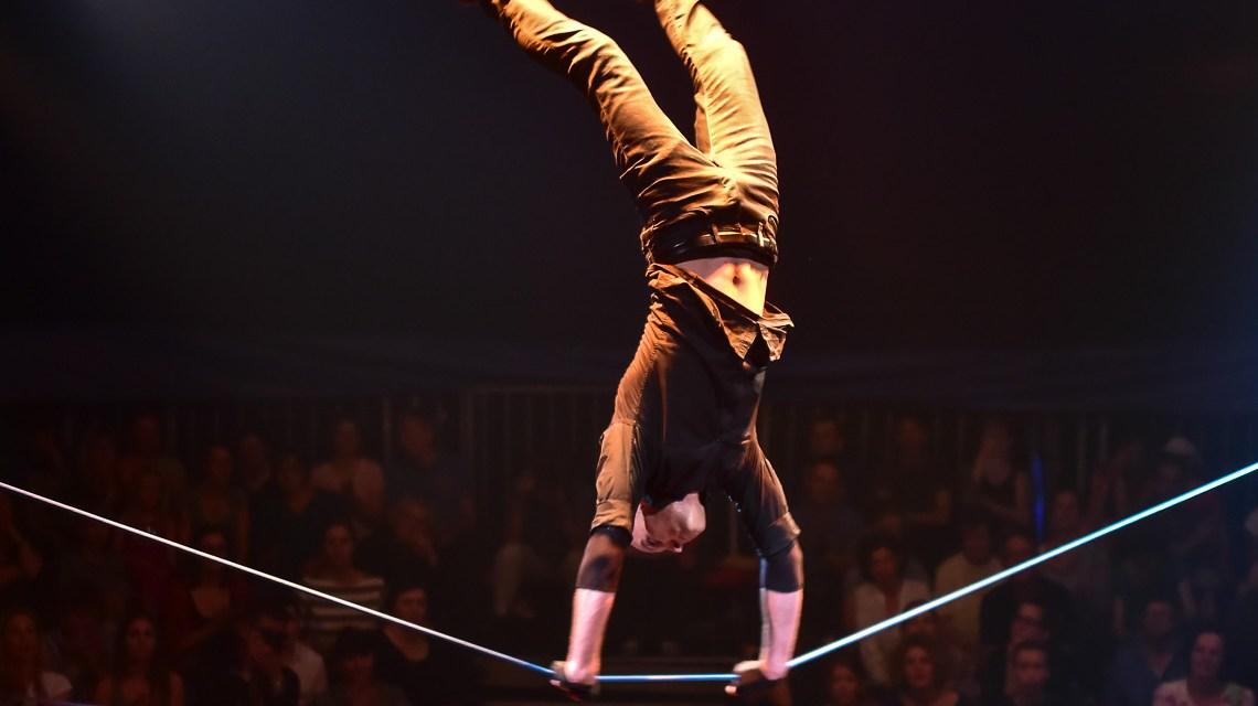 Cirque Bouffon: Grat zwischen Leichtigkeit und atemberaubenden Einlagen