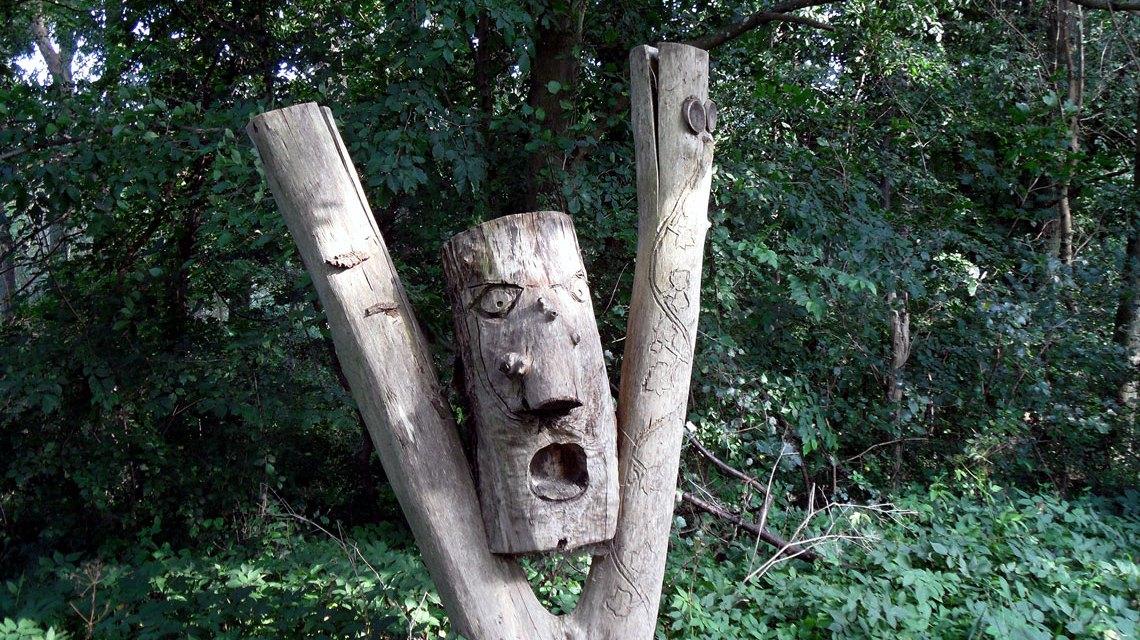 Der Schrei, Holzskulptur im Gutspark Battinsthal, Mecklenburg-Vorpommern. ©2018 onnola / Flickr / CC BY-SA 2.0