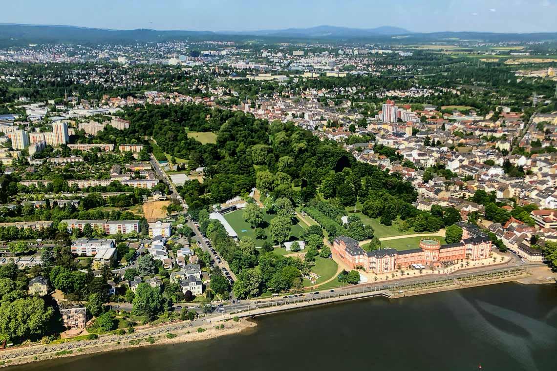 Schloss Biebrich aus der Luft. ©2018 Timo Rieder