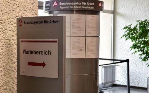 Agentur für Arbeit in der Klarenthaler Straße. ©2018 Volker Watschounek