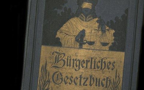 Das Bürgerliche Gesetzbuch nebst ein- u. ausführungsgesetzen mit ausführlichen Kommentaren (Berlin : Peter J. Oestergaard, [1901?]) ©2018 Yale Law Library / Flickr CC-BY-2.0