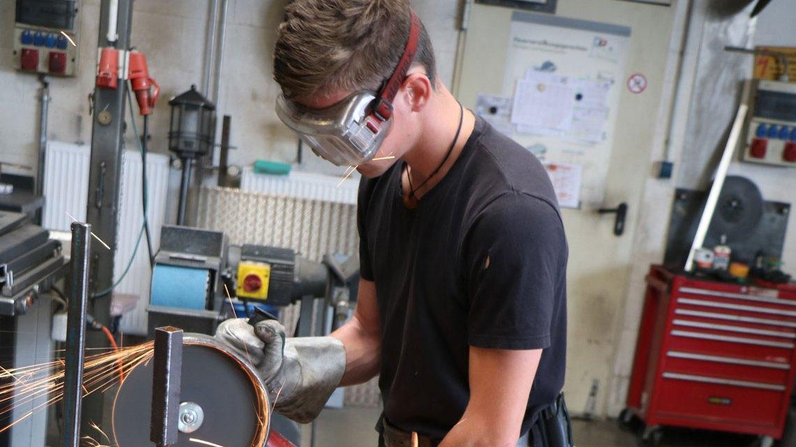 Der Metallbauer Jannik Schäfer ist Lehrling des Monats. ©2018 Handwerkskammer