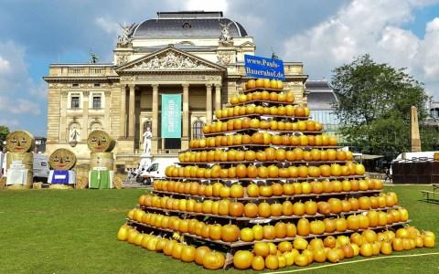 Wiesbaden feiert in der ganzen Stadt. Es ist Stadtfest, Erntedankfest ... und verkaufsoffener Sonntag. ©2018 Volker Watschounek
