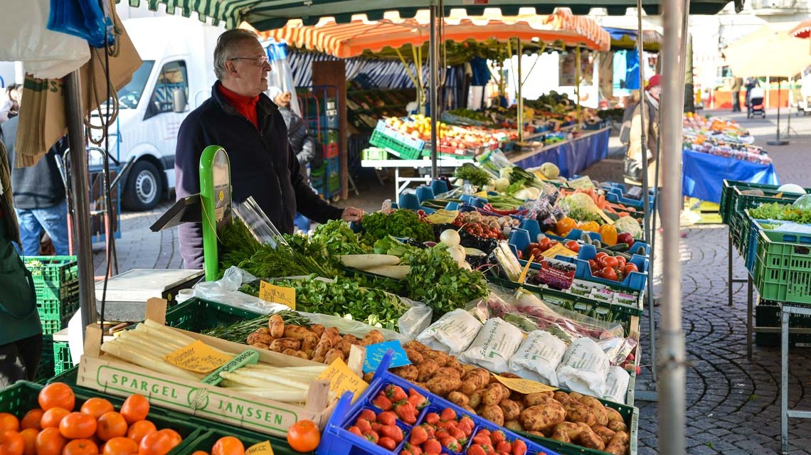 Wiesbadener Wochenmarkt, mittwochs und samstags frische Produkte aus der Region. ©2018 Volker Watschounek