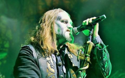 Attila, Frontman von Powerwolf zelebriert die Heavy-Metal-Messe ©2019 Carsten Simon