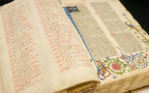 Biblia Latina, Strassburg : Heinrich Eggestein, nicht nach 24. Mai 1466, zu sehen in der Stadtbibliothek Chemnitz. ©2018 Flickr / Stadtbibliothe Chemnitz | CC BY 2.0