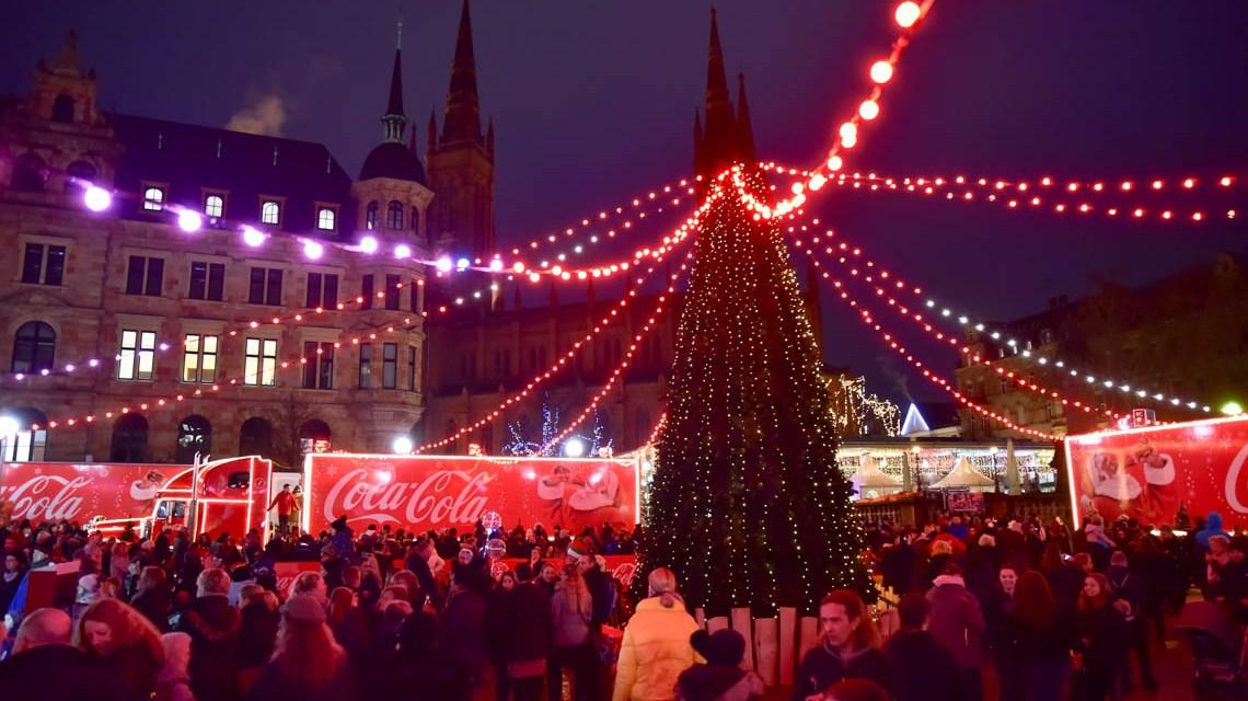 Coca Cola verwandelt Wiesbaden in eine riesige Glitzerwelt