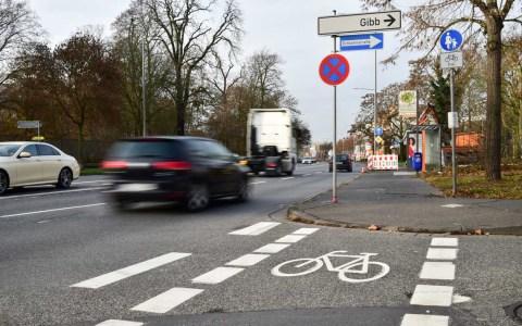 Die Lücke ist geschlossen, Der Fahrradweg entlang der Äppelallee ist fertig. ©2018 Volker Watschounek