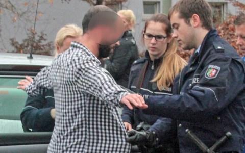 Symbolbild: Polizeikontzrollen ©2019 Flickr / Andreas Troika / CC BY 2.0