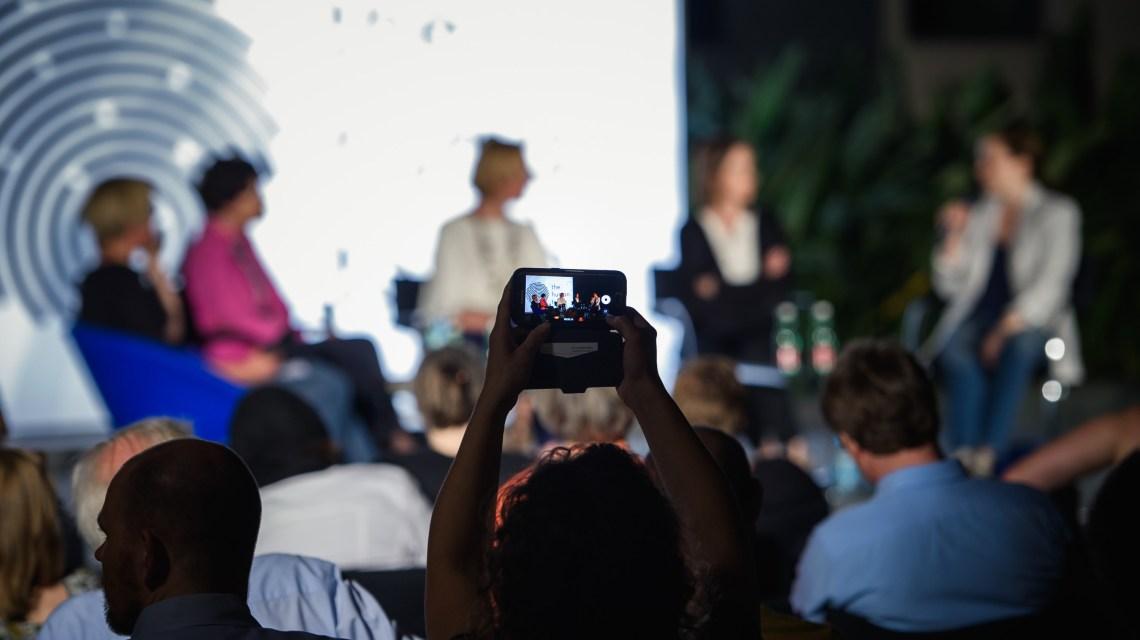 Diskussionsrunde ©2019 ru:piublica / Flickr / CC BY-SA 2.0