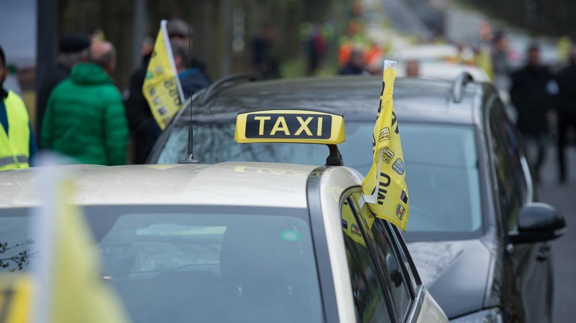 Taxifahrer legen Verkehr in Wiesbaden lahm