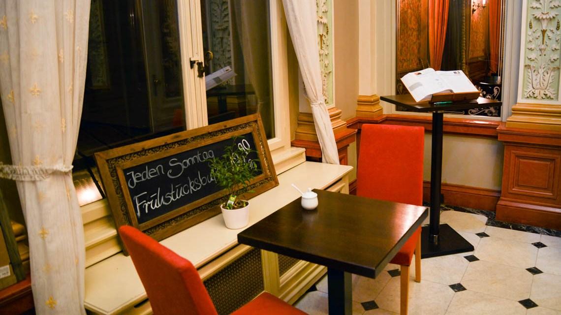 Literaturhauscafé Gastraum der Villa Clementine ©2019 Volker Watschounek