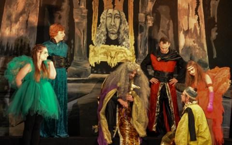 """Schwarzlichttheater """"Verkantet"""" feiert gelungene Premiere ©2019 Black Velvet"""