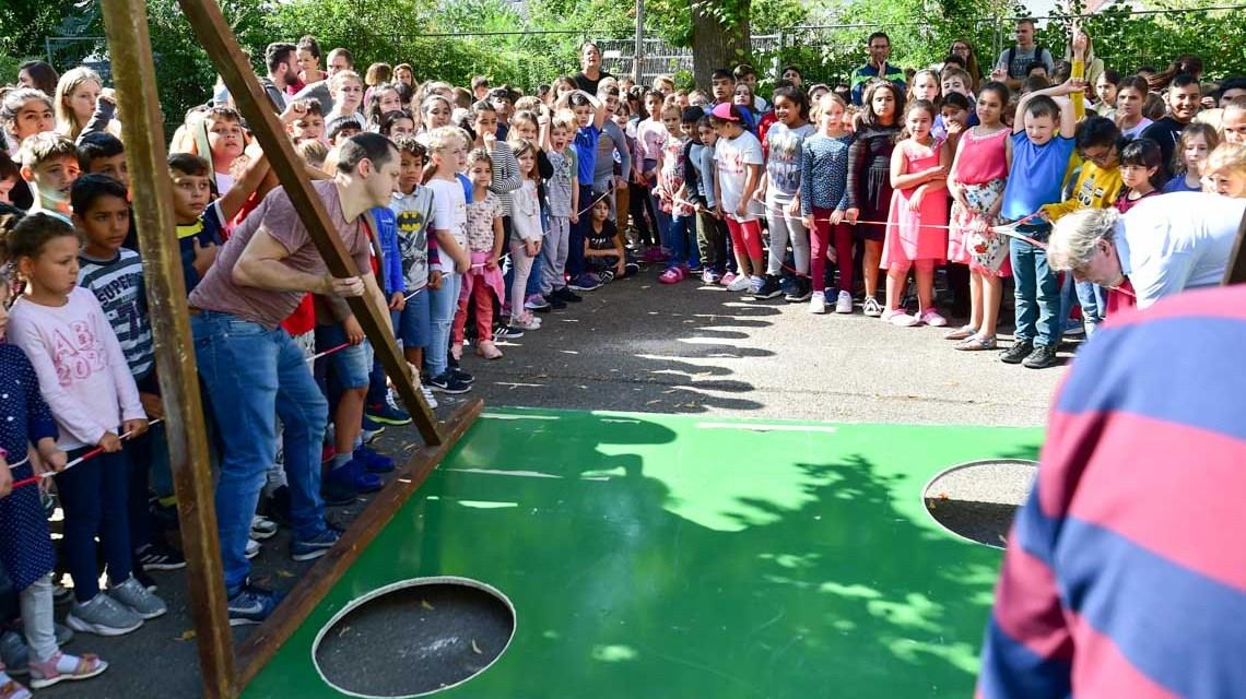 Fußballplatz auf dem Schulhof der Riederbergschule