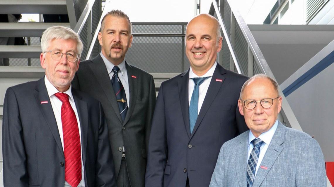 Hauptgeschäftsführer Bernhard Mundschenk (li.) mit dem neugewählten Präsidium der Handwerkskammer Wiesbaden: V.l.n.r.: Andreas Brieske, Stefan Füll und Joachim Wagner