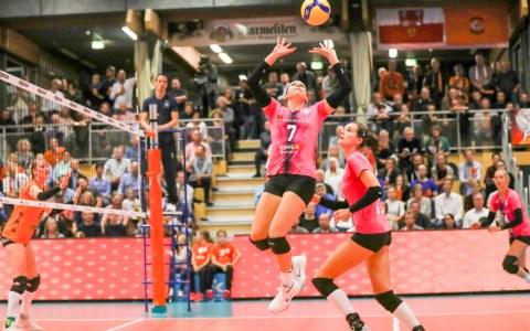 Zuspielerin Lauren Plum, wurde wertvollste Spielerin des VCW, welcher beim Saisonauftakt in Straubing mit 3:0 deutlich unterlag | Foto: Detlef Gottwald