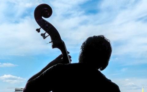 Mein Bass kennt kein Zuhause von Joao Vicente / Flickr / CC BY 2.0