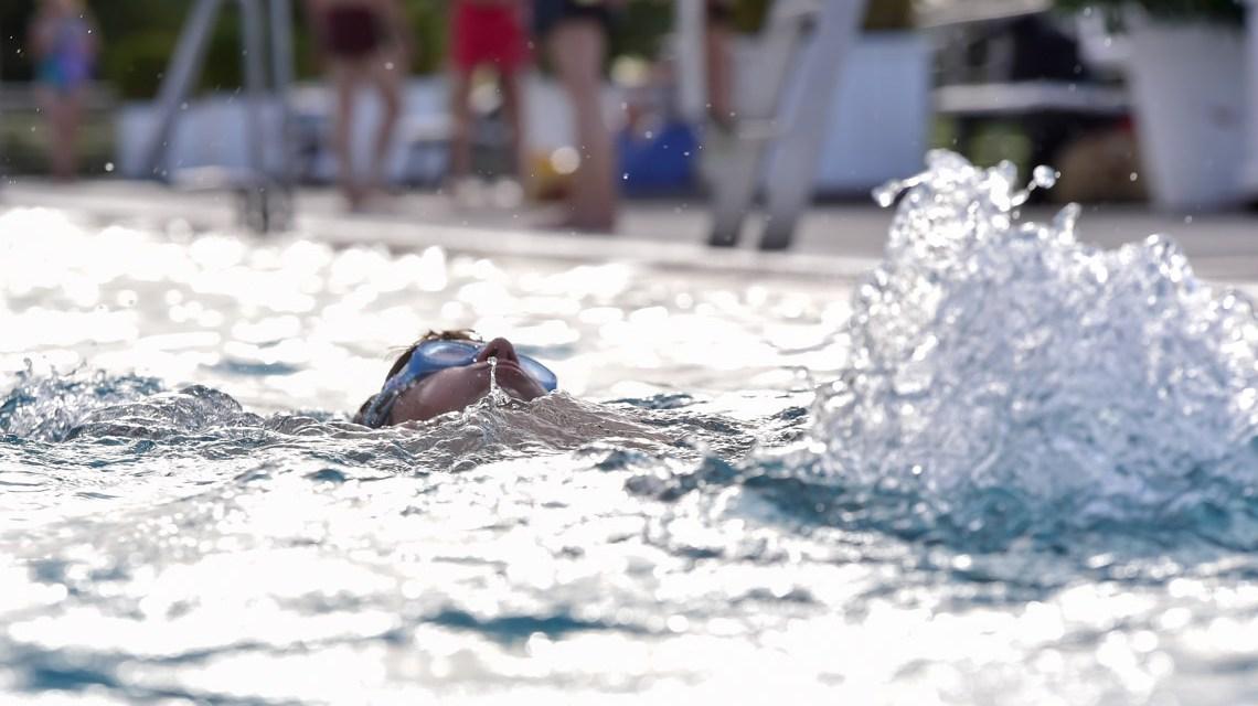 Schwimmen in Wiesbaden, etwa beim Meistersachwimmtraining im neuen Edelstahlbecken im Opelbad. ©2019 Volker Watschounek