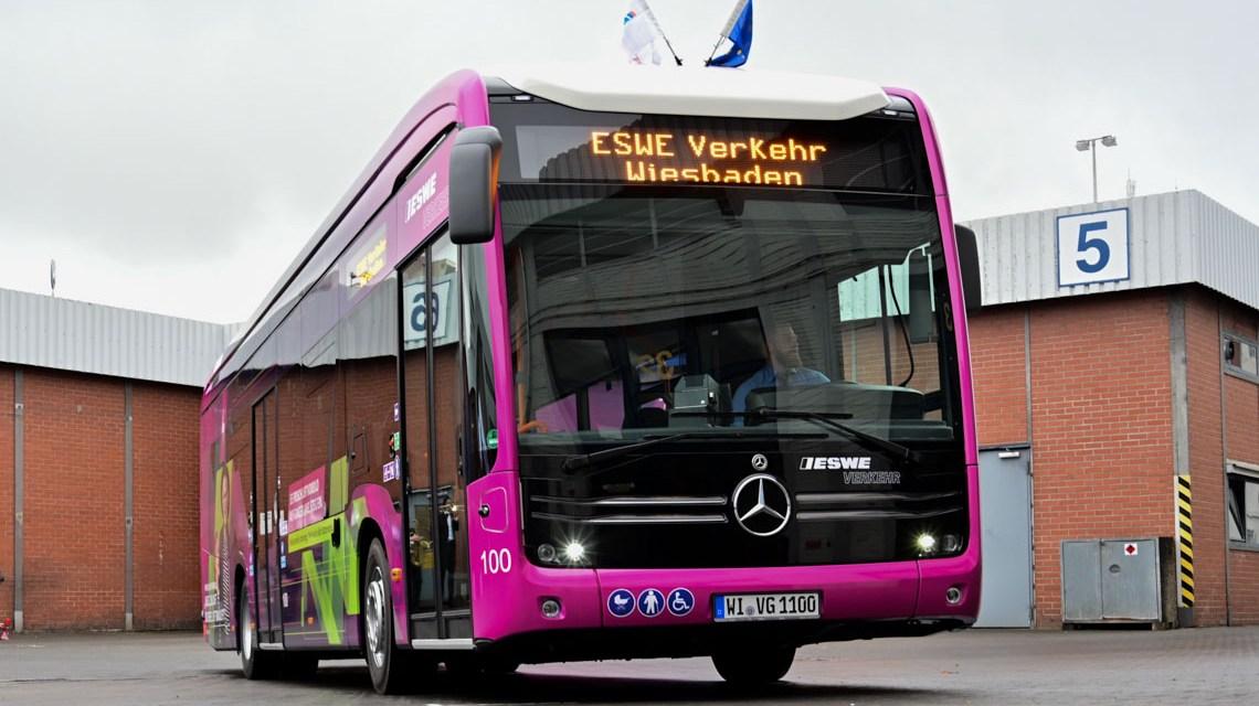 ESWE Verkehr läutet geräuschlos die Wende ein. Einer von drei neuen Elektrobussen, die ab dem 15. Dezember auf Wiesbadens Straßen fahrten werden.
