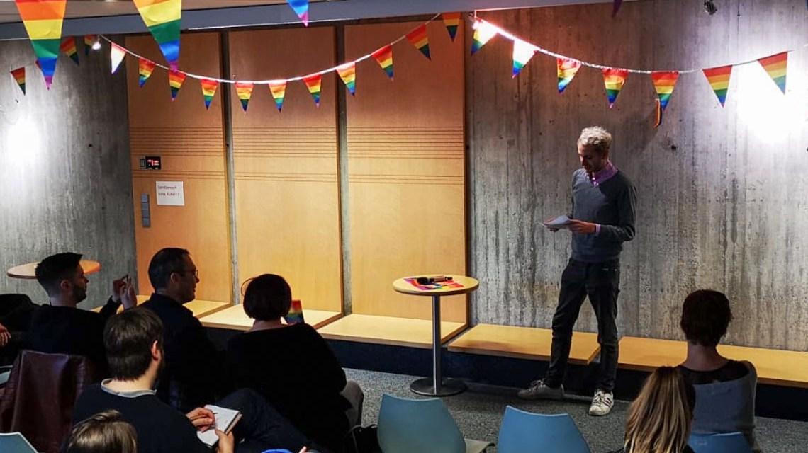 Vortrag zur Einführung der All-Gender Toiletten am Kurt-Schumacher-Ring.