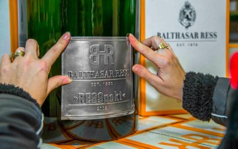 Groß, größer, Sovereign: VDP.Weingut Balthasar Ress versteigert streng limitierte 26-Liter-Flasche