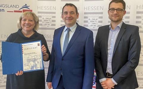 "Martin-Niemöller-Schule Wiesbaden erhält ""Gütesiegel Hochbegabung"""