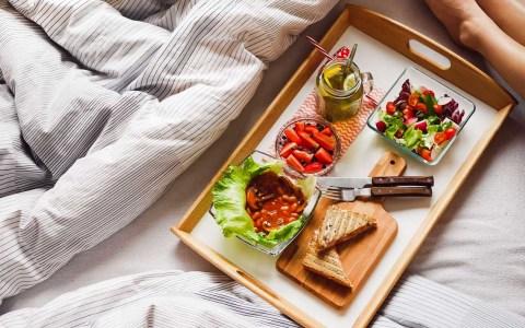Frühstück ©2020 Bild von Pexels auf Pixabay (bearbeitet)