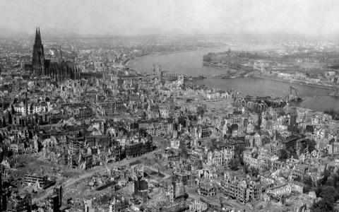 Krieg, Köln nach Bomebenangriffen im Zweiten Weltkrieg. ©2020 WikiImages auf Pixabay