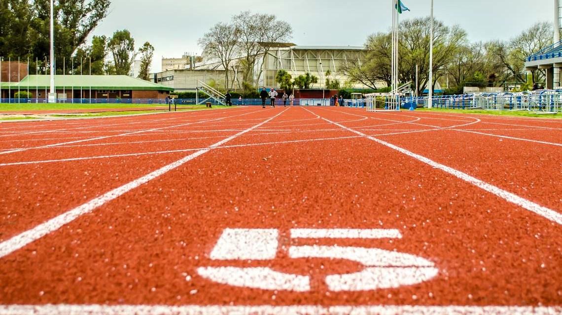 Leichtathletik, 100 Meter Bahn, ©2020 Bild von Claudio Bianchi auf Piaxabay