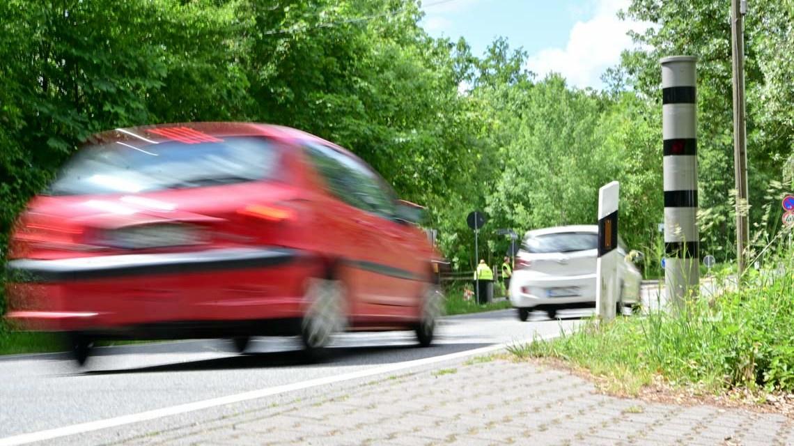 Geschwindigkeitsmessanlage an der Fasanerie Foto: Volker Watschounek