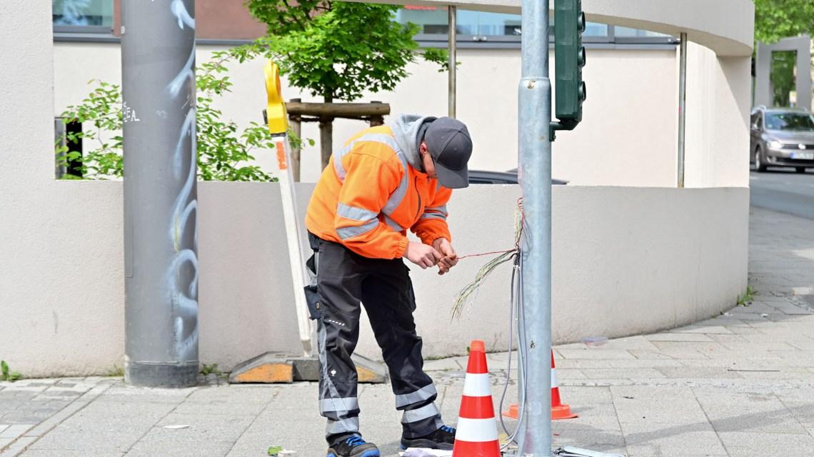 Arbeiten an Ampelanlage, Verkehrssteuerung.