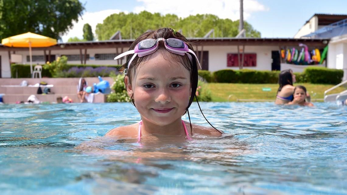 Frei- und Hallenbad Kleinfeldchen, schwimmen frei