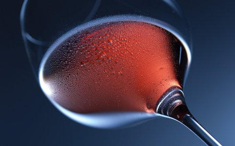 Weinstände, Weinglas im Abendhimmel ©2020 Dirk Wohlrabe auf Pixabay