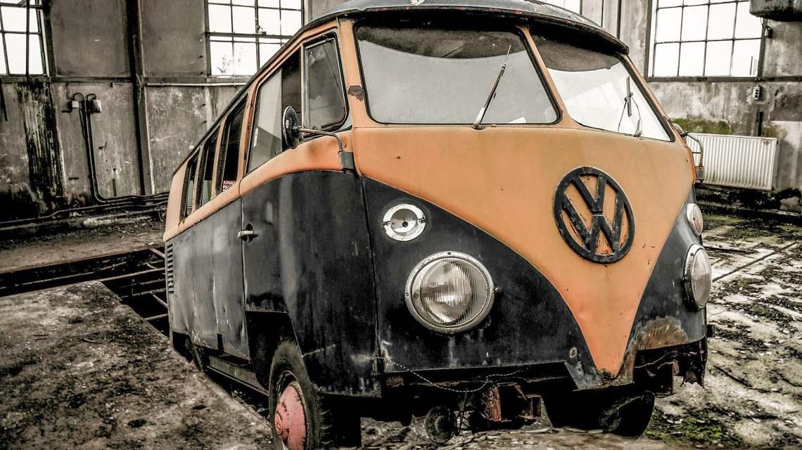 VW Bus ©2020 Gerhard G. auf Pixabay