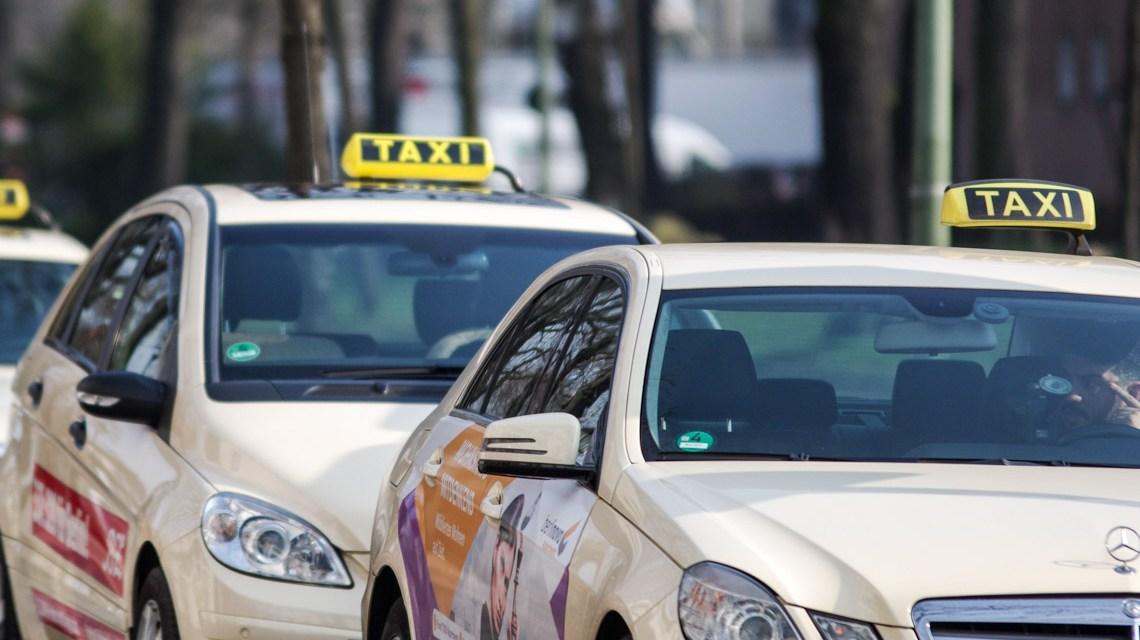 Umweltspur / Taxistand ©2020 Michael Kauer auf Pixabay