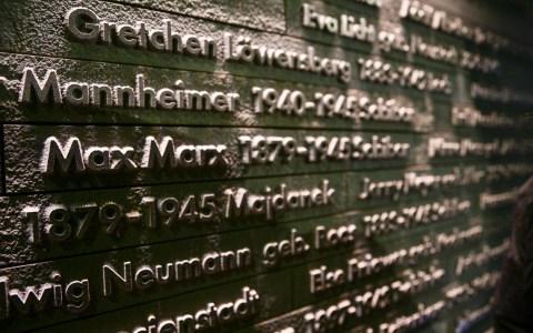 Gedenkstunde im Mahnmal am Standort der 1938 zerstörten großen Synagoge