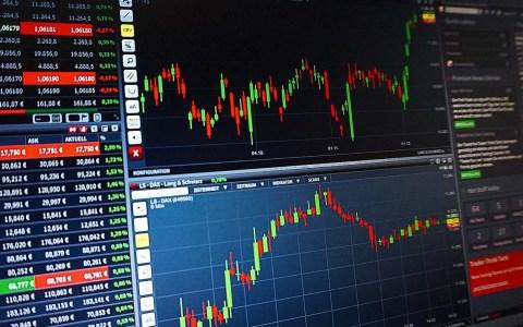 Geldanlage: traditionell sparen oder and er Börse handeln.
