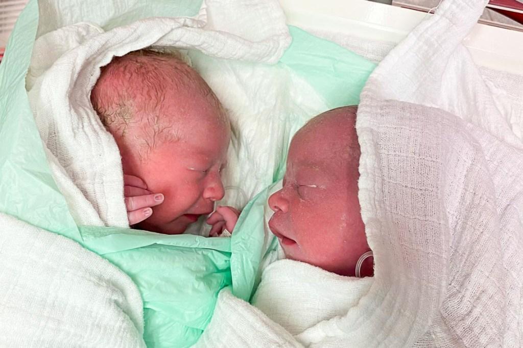 Neujahrsbabay der HSK: Emilia und Evelyn