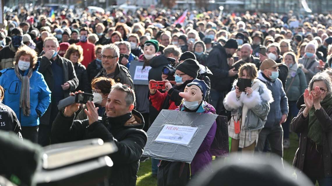 Rund 1000 Menschen waren am Samstag, 13. März, bei der Querdenker Demo in den Reisinger Anlagen.