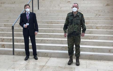 Bürgermeister Dr. Oliver Franz und Generalmajor Carsten Breuer