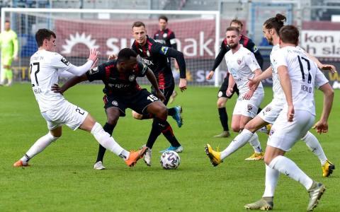 SV Wehen Wiesbaden Zweikampfstark im Mittelfeld.